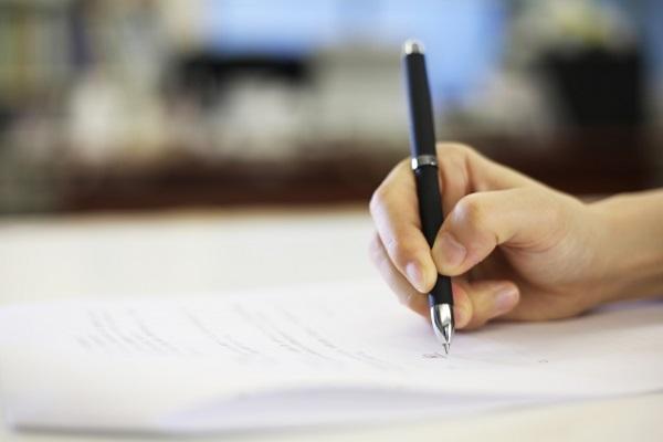 雇用契約書にサイン
